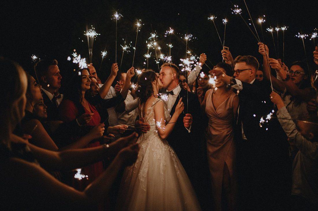zimne ognie na wesele zdjęcia grupowe