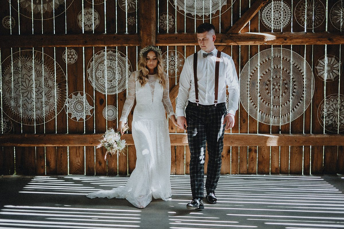 ślub boho w stodole czereśniowy sad